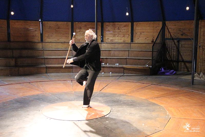 Atelier de jonglage avec Jérôme Thomas - Cirque Lili et CHLC