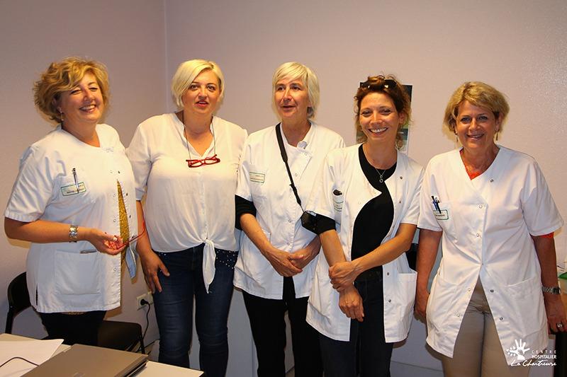 Aline Bonnin, coiffeuse, Sophia Fadli, manucure etLydie Bonino, agent de service hospitalier, Julie Chartier, diététicienne, Corinne Rat, infirmière et Isabelle Pournain, hygiéniste hospitalière.