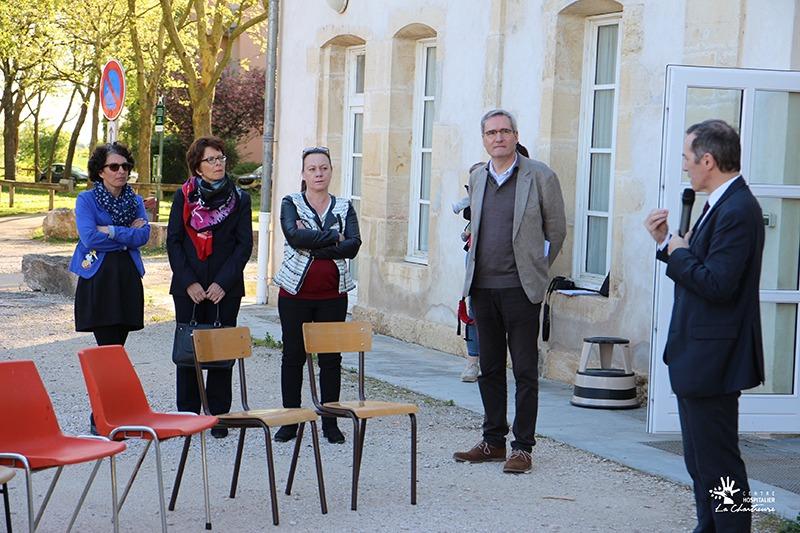 Nathalie De Barros (cadre de santé), Christine Jacquinot (Secrétaire générale de la Direction des Affaires Générales), Géraldine Ramac (ASHQ), Dr Pierre Besse(Chef du Pôle C de psychiatrie de l'enfant et de l'adolescent) et Vincent Dancourt (Maire de Genlis)